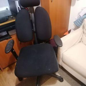 Πωλείται καρέκλα γραφείου, ανατομική, σε καλή κατάσταση.