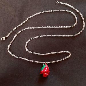 Χειροποίητο κολιέ με τριαντάφυλλο κρεμαστό