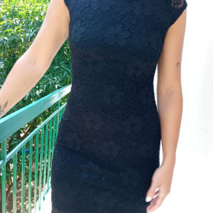 μαύρο στενό φόρεμα