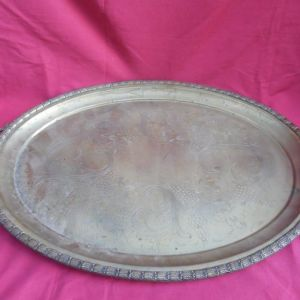 Παλιός μεγάλος μπρούτζινος σκαλιστός δίσκος.