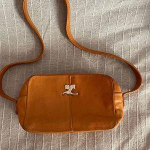 Courrèges paris τσάντα καφέ, δερμάτινη, vintage