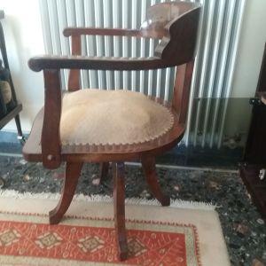 Vintage ξύλινη καρέκλα περιστρεφόμενη. Ύψος πλάτης 78cm.