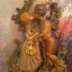 Ζευγάρι παλαιοί ρομαντικοι οβάλ πίνακες με φυγουρες αναγλυφες εποχής!Διαστάσεις:41×31  Σε άριστη κατασταση!!!!!!