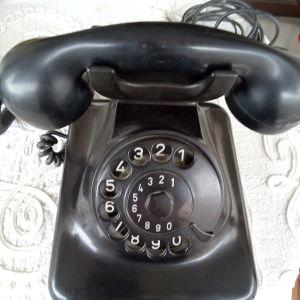 Τηλέφωνο εποχής.