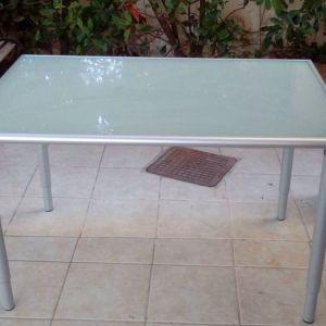 Τραπέζι εσωτερικού χώρου