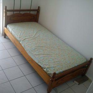 Ξύλινο μονό κρεβάτι