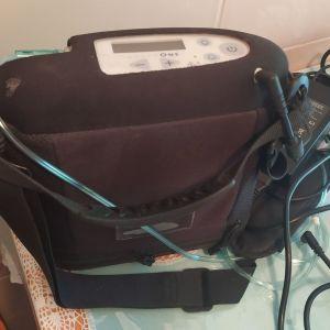 Φορητή συσκευή οξυγόνου INOGEN ONE G3. Σε άριστη κατάσταση, έχει γίνει πολύ περιορισμένη χρήση. Πωλείται με μικρή (8αρα) και μεγάλη (16αρα) μπαταρία. Ροή έως 5 λίτρα. Αυτονομία 3 ώρες στα 3 λίτρα.