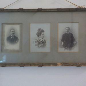 Παλιό κάδρο με παλιές φωτογραφίες