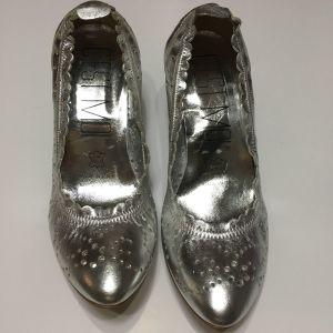 Ασημένια παπούτσια