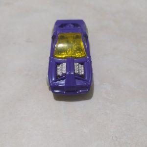 Μοβ αυτοκινητάκι μινιατούρα