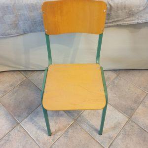 Πωλούνται τέσσερις καρέκλες