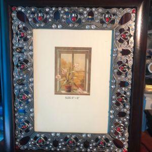 Vintage 32 * 27cm Μεγάλη Φωτογραφοθήκη μεταλλική διάτρητη και ανάγλυφη με ξύλινη Κορνίζα και τζάμι..Κοσμημένη με λευκά και κόκκινα strass