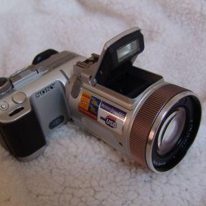 Sony Cybershot DSC-F717. Japan .  Ψηφιακή Φωτογραφική Μηχανή.