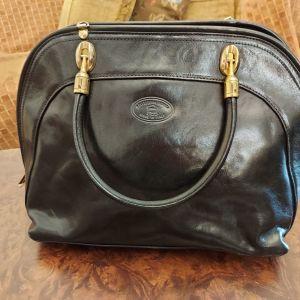 Δερμάτινη τσάντα χειρός μαύρη