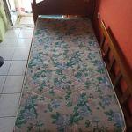 Πωλούνται 280€ κρεβάτι από καρυδιά με στρώμα, γραφείο με αποθηκευτικό χώρο και βιβλιοθήκη στη Λάρισα. Δώρο κάγκελο προστατευτικο και κομοδίνο