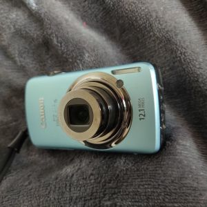 CANON IXUS 200HS Digital Camera. Made in Japan.