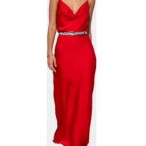 Κόκκινο σατέν φόρεμα