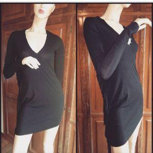μαύρο μίνι φόρεμα με λεπτομέρεια από κρόσσια