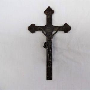 Παλιός μπρούτζινος σταυρός.