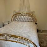 σετ κρεβατοκάμαρας κρεβάτι με στρώμα και κουρτινιερα με κουρτίνα και δυο κομοδίνα πωλείται όλο μαζί σε άριστη κατάσταση