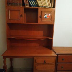 Γραφείο με βιβλιοθήκη