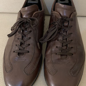 extremely gorgeous genuinely leather lace up by Tods made in Italy size 44 in excellent condition