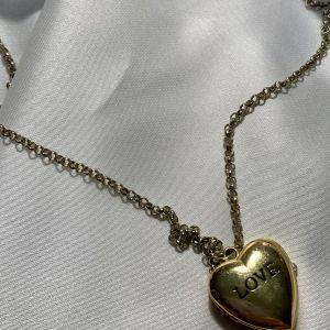 Χρυσό κολιέ ρολόι σε σχήμα καρδιάς