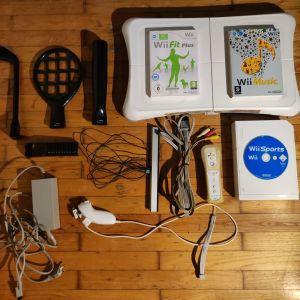 Nintendo Wii /Wii fit +balance board/ Wii sports/Wii music