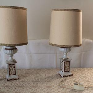 Δύο επιτραπέζια πορσελάνινα φωτιστικά αντίκες (90€)