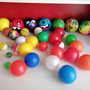 Μπαλίτσες διαφόρων μεγεθών & τρελομπαλάκια 37 τεμάχια.