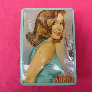 Τσίγκινο κουτί της δεκαετίας του '50 της Ελληνικής εταιρίας ΝΑΣΚΟ που εμπορευόταν καραμέλες.
