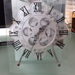 επιτραπέζιο ρολόι διαφανές με γραναζια