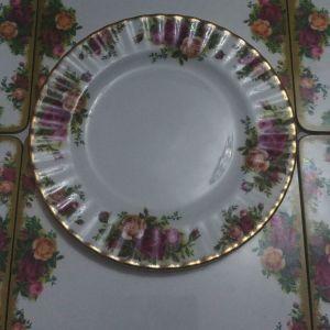 """Ρηχό πιάτο 1τμ 20.8 εκ Royal Albert """"old country roses"""" bone china England 1993-2002"""