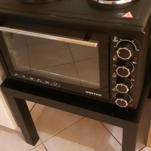 Κουζινακι με έπιπλο και ταψί