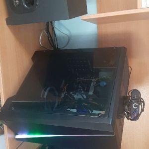 Πουλάω gaming set up 850 Μόνο το pc 570