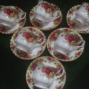 """Σετ 6 φλιτζάνια τσαγιού/ γαλλικού με 6 πιατάκια τους Royal Albert """"old country roses"""" bone china England 1962-1973"""