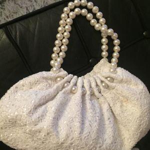 Άσπρη τσάντα με περλες