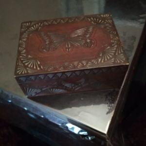 Ξύλινο κουτί αποθήκευσης αντίκα