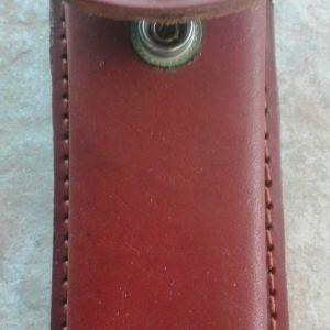 Καφέ δερμάτινη θήκη Meridian για σουγιά που προσαρμόζεται στην ζώνη 4,5 cm x 13 cm