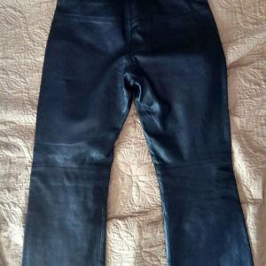 Δερμάτινο παντελόνι μαύρο BCBG MAXAZRIA