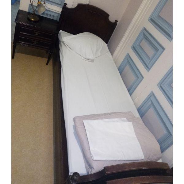 krevatia kathrefti toualeta komodina klassiko