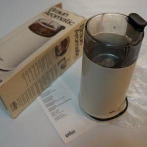 Μύλος του καφέ Braun Aromatic KSM2
