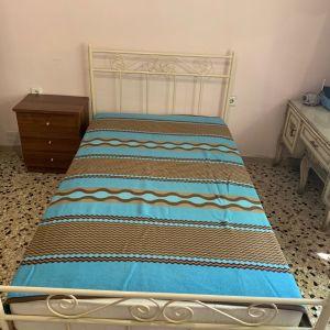 Κρεβάτι ημίδιπλο μεταλλικό μαζί με ξύλινο κομοδίνο