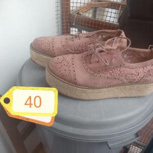 γυναίκεια διαφορά παπούτσια σε πολυ καλη κατάσταση τιμη 5 ευρω το ενα τεμαχιο