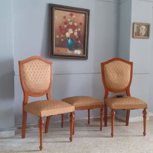 2 καρέκλες και 1 σκαμπό