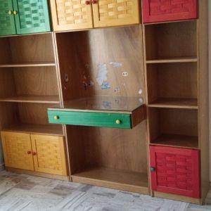 Ξύλινη Παιδική Βιβλιοθήκη, Γραφείο με τζάμι