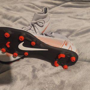 ποδοσφαιρικά παπούτσια Nike