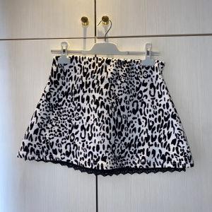 Λεοπάρ μίνι φούστα αφόρετη