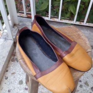 Παπούτσια δέρμα λάστιχο ανατομικά Νο 39 έκαστο 2 ευρώ