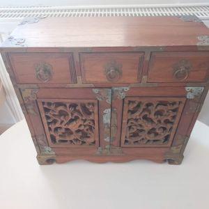 Παλαιό ξύλινο κουτί κοσμημάτων
